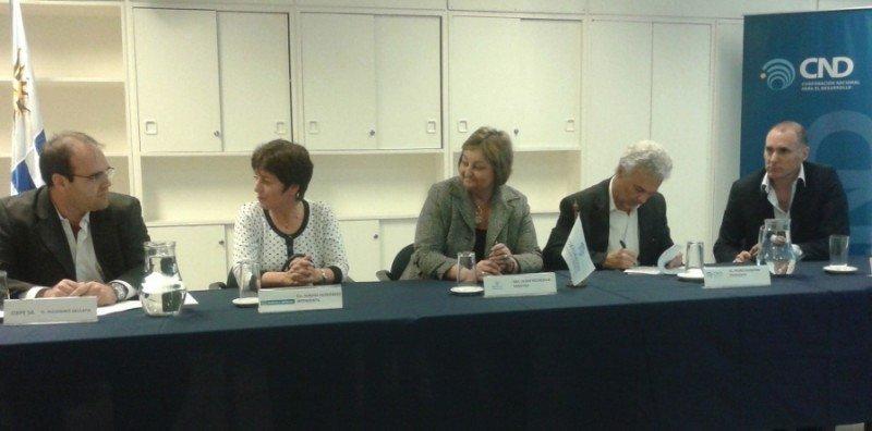 Firma del acuerdo entre CND, el consorcio Ciepe, la Intendencia de Maldonado y el Ministerio de Turismo. Foto: CND