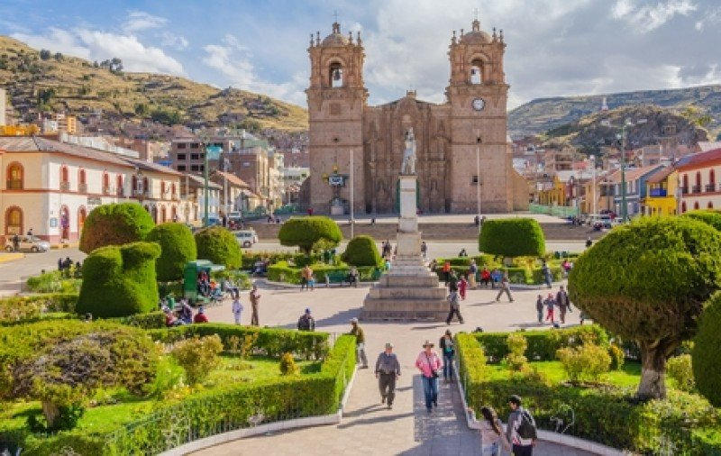 Plaza de Armas y catedral de Puno. #shu#