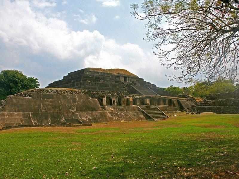 El Salvador beneficiará a 876 empresas de turismo mediante fondo del BID