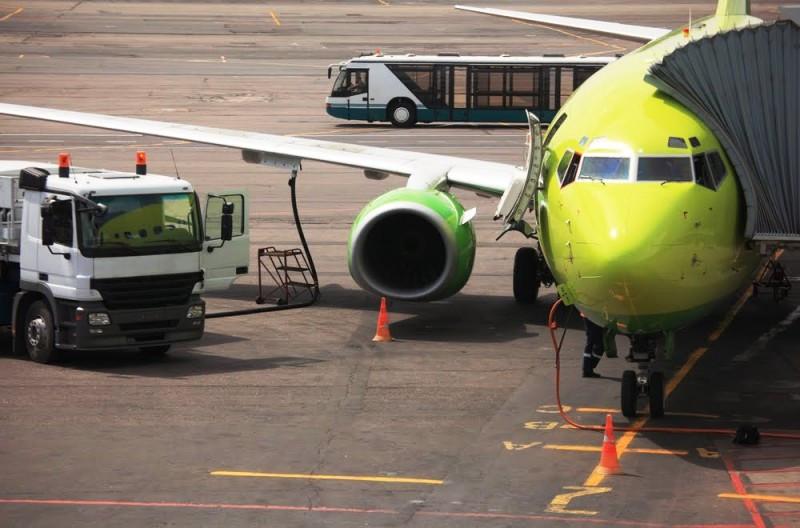 Los recargos por combustible deben ser eliminados de inmediato, afirma IATA