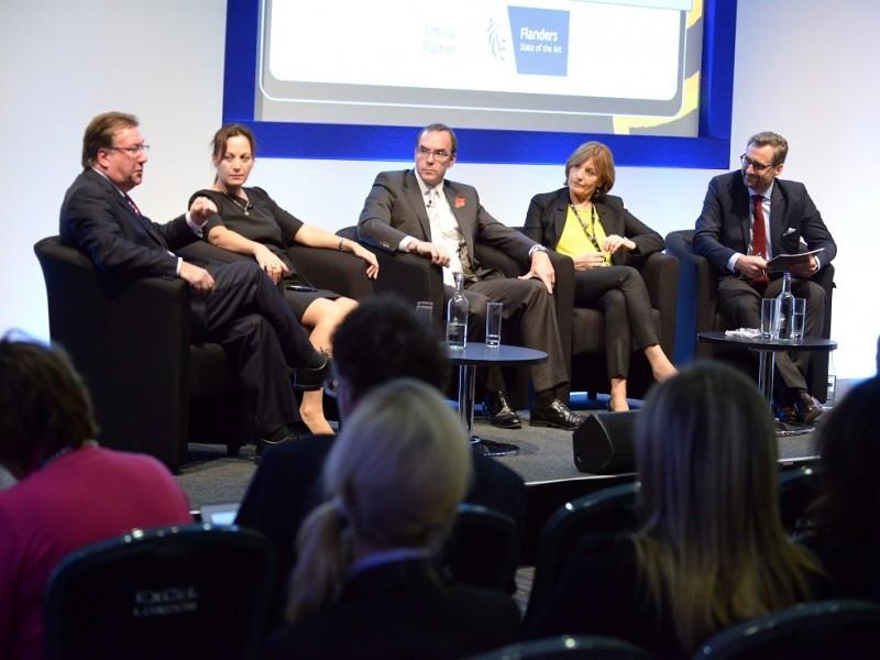 Los participantes en la mesa redonda sobre wellness. De izq. a dcha, Steve Dunne, Stella Photi, John Bevan, Anne Biging y Franz Linser.