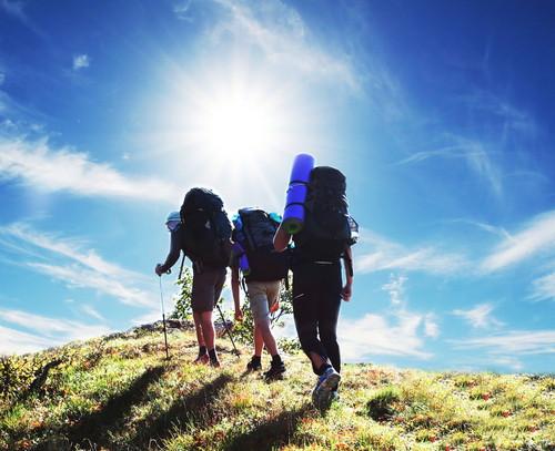 Muchos destinos ha establecido rutas para los senderistas. #shu#