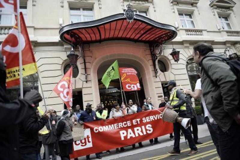 Empleados del Royal Monceau en huelga. Foto AFP. Autor: Stephane de Sakutin.