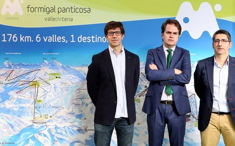 De izquierda a derecha: Josep María Gracia, director de Márketing del Grupo Aramón; Roberto Bermúdez de Castro, presidente del Grupo Aramón; y Javier Andrés, director general del Grupo Aramón