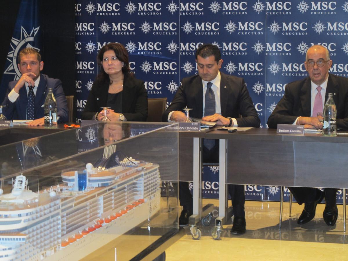 Emiliano González, director general de MSC Cruceros en España, y Gianni Onorato, CEO del grupo, con otros directivos de la empresa, Sonia Adiletta y  Fernando Pacheco.