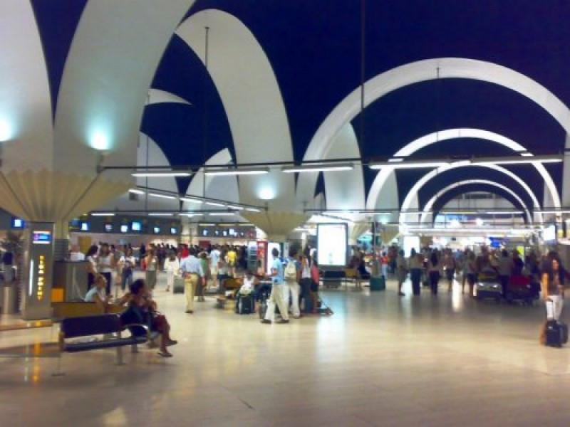 El aeropuerto de Sevilla es uno de los que destaca por el crecimiento de su tráfico en octubre.