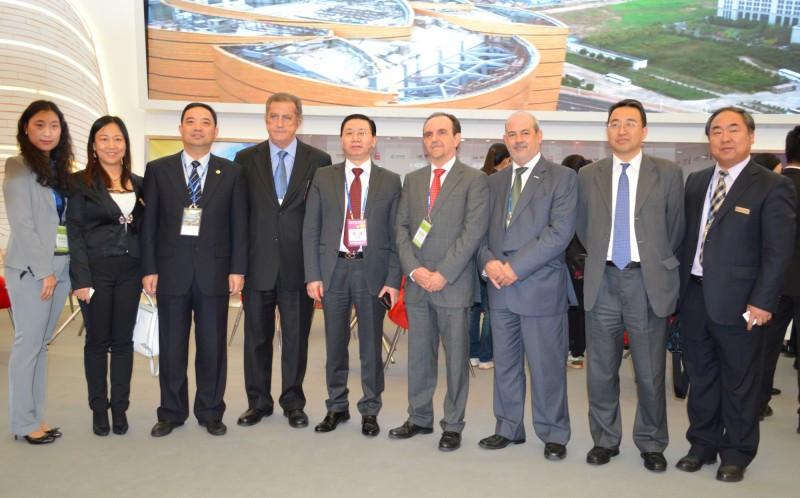 Rafael Rodríguez con los representantes de Wanda Group.