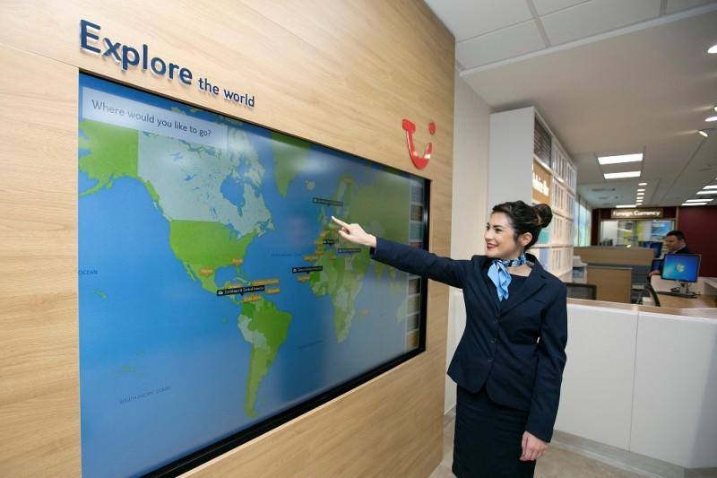 Los grandes turoperadores introducen cada vez más tecnología para enganchar al nuevo consumidor. Tienda de Thomson en Glasgow.
