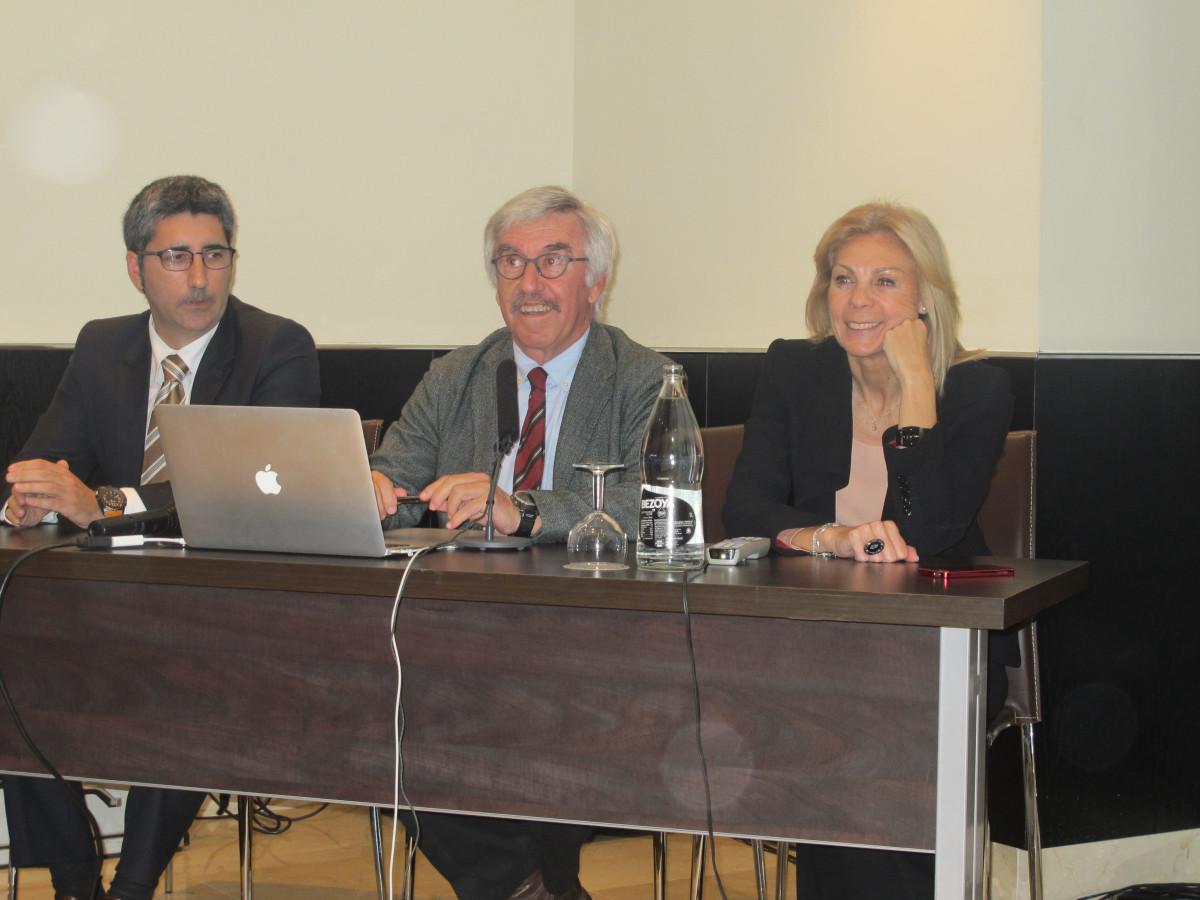 El presidente de Atudem, Aureli Bisbe, en el centro, con los vicepresidentes Javier Andrés y María José López