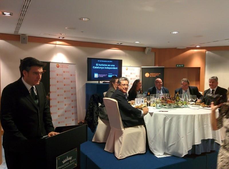La Asociación Catalana de Profesionales del Turismo (ACPT) organizó una cena-coloquio el 27 de noviembre en el hotel Princesa Sofía de Barcelona, donde se apuntaron tres posibles escenarios de una Cataluña independiente.