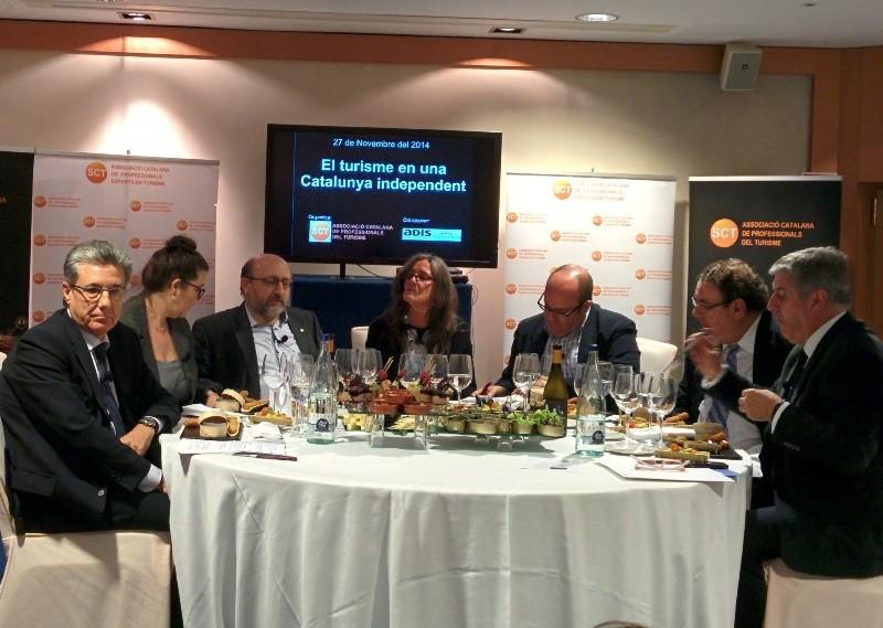 Los participantes del debate discreparon en bastantes puntos a lo largo de 'una noche de política-ficción', según expuso Joan Molas, presidente de CEHAT.