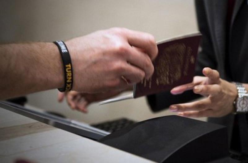 Interpol verificará los pasaportes robados con aerolíneas, bancos y hoteles