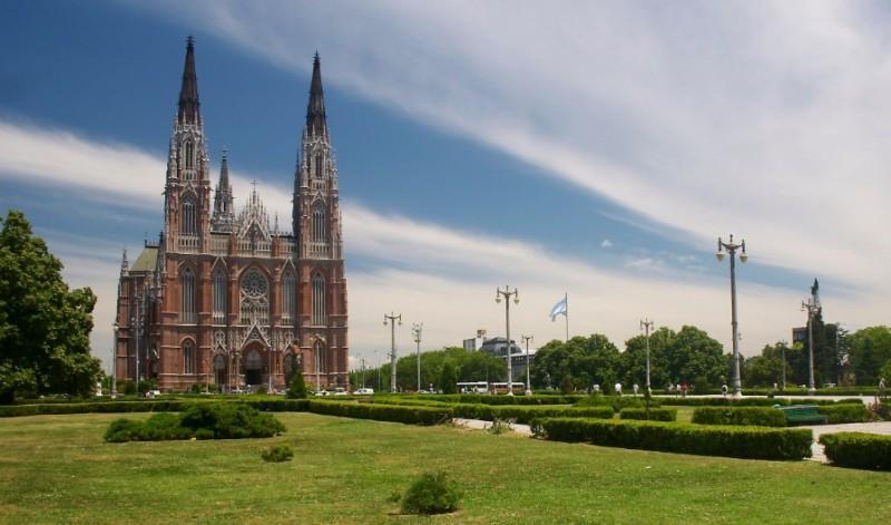 Plaza Moreno y Catedral de La Plata.