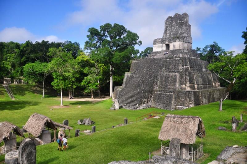 Templo II de la Gran Plaza de Tikal. #shu#