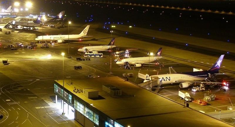 Aeropuerto de Lima suspende vuelos de madrugada por mantenimiento.