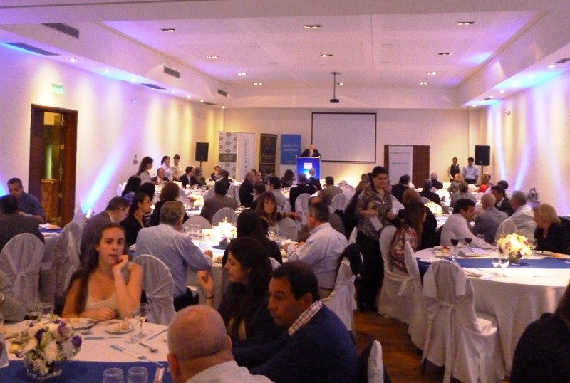 La cena reunió al menos $ 50.000 para Ceprodih, que brinda oportunidades laborales y de capacitación a mujeres jefas de hogar.