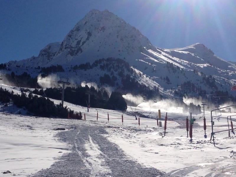 Fotografía tomada el 3 de diciembre del dominio esquiable de Grandvalira, Andorra.
