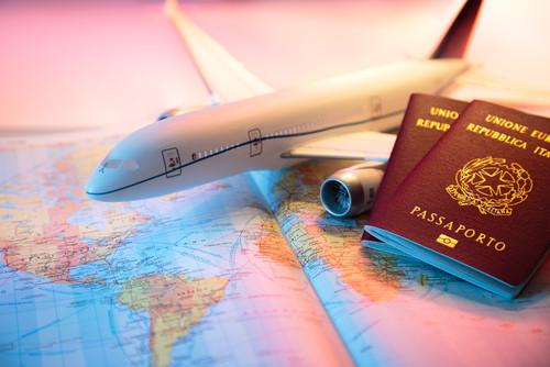 Más del 17% de los españoles encuestados piensa en los viajes como el primer producto a comprar. #shu#