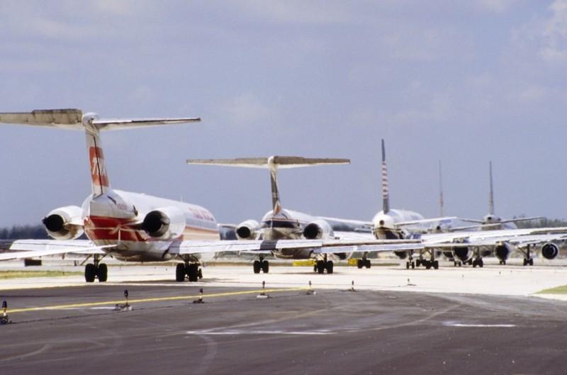 La rentabilidad de las aerolíneas aumenta mientras los precios del petróleo bajan