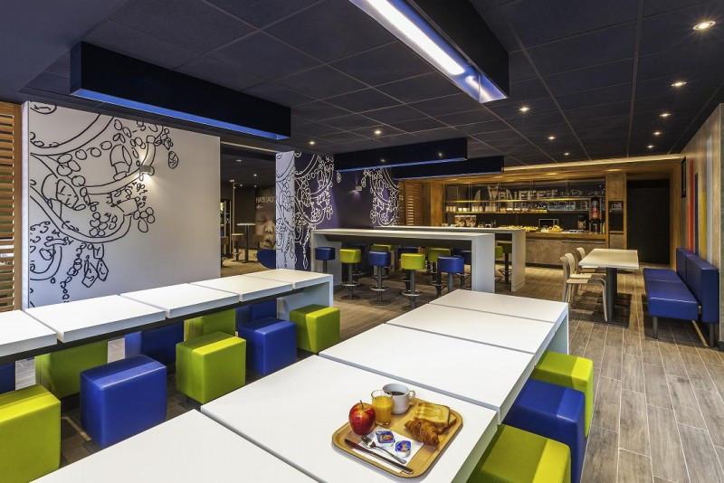 El sector hotelero ha evolucionado para responder a la demanda de marca, estilo y mejor tecnología, ofreciendo un diseño cuidado y moderno. En la imagen, un hotel Ibis Budget, del grupo Accor.