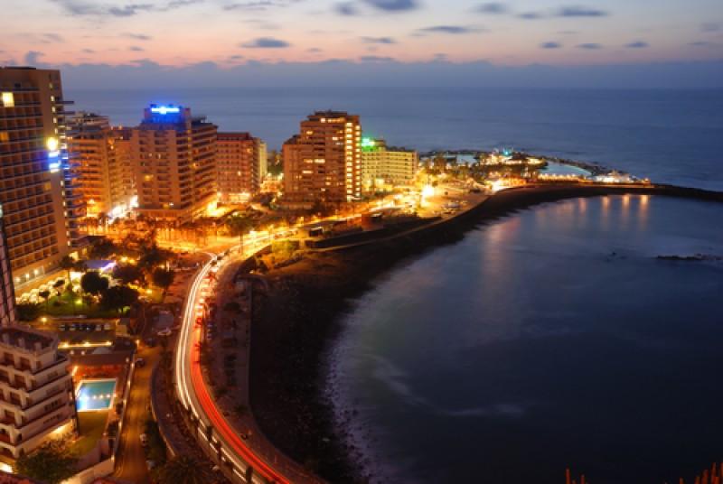 Hoteles frente a la playa de Puerto de la Cruz, Tenerife. #shu#