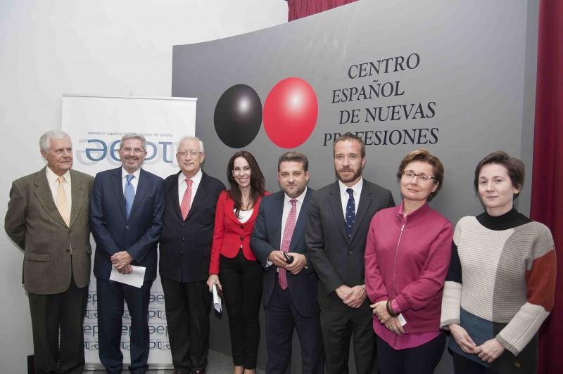 Ponentes en el foro de turismo cultural organizado por la Asociación Española de Profesionales del Turismo (AEPT).