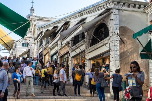 La OMT espera cerrar el año con 1.100 millones de turistas internacionales. #shu#