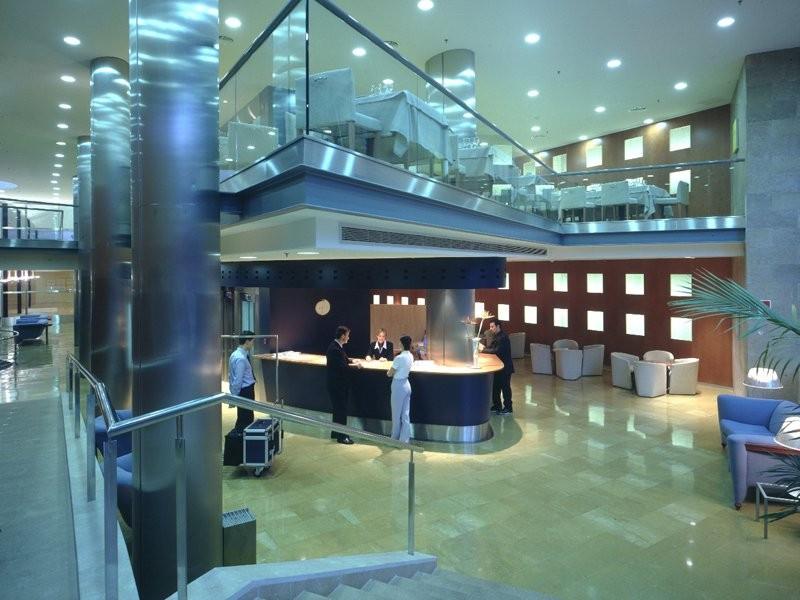 Imagen de la recepción del hasta ahora hotel Castellón Center, que reabrirá en febrero como Tryp Castellón.