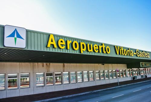 El aeropouerto de Vitoria es el único que ofrecía este horario. #shu#
