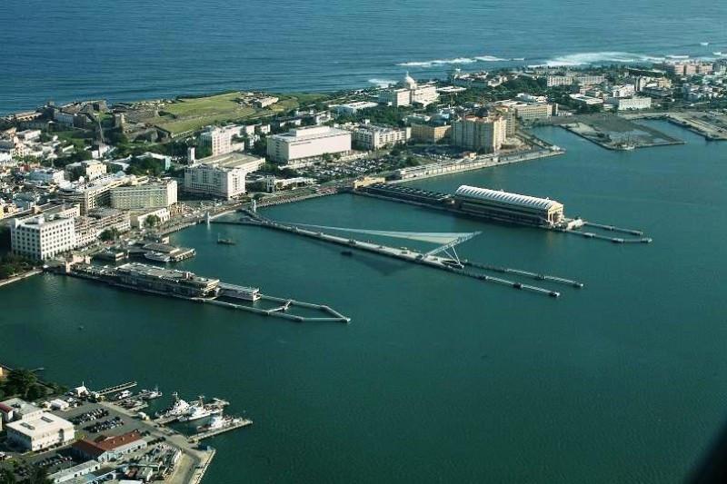 El nuevo muelle de San Juan (centro) permite ampliar la capacidad de los barcos que llegan a Puerto Rico.