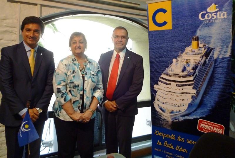 Carlos Núñez (Costa), Liliam Kechichián, y Carlos Pera (Aeromundo).