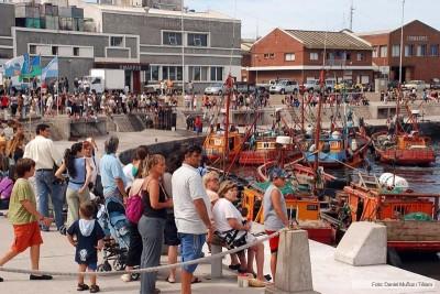 Muchas familias viajaron a la Costa para cerrar reservas de cara al verano 2015.