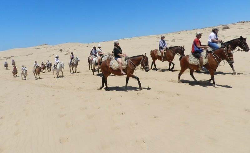 Las dunas de Valizas fueron el escenario del lanzamiento de la temporada de Rocha.