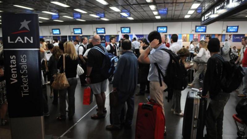 Empleados de LAN Argentina realizan paro total y nacional.