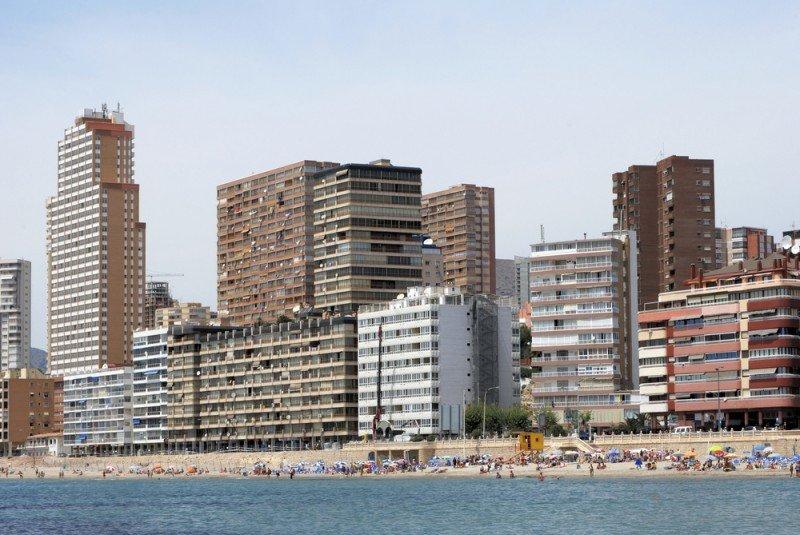 La costa peninsular ofrece más de 10.000 plazas. #shu#.
