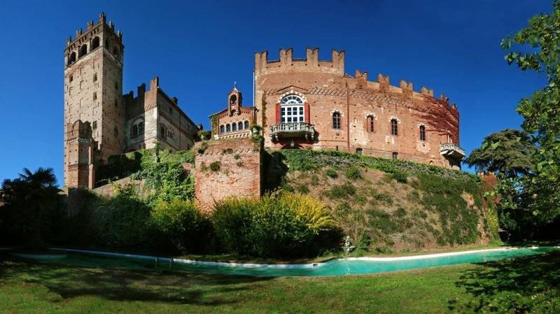 El castillo situado en las colinas de Monferrato, en el Piamonte, de casi 6.000 metros cuadrados, unos siete millones de euros. Foto: Lionard Luxury Real Estate.