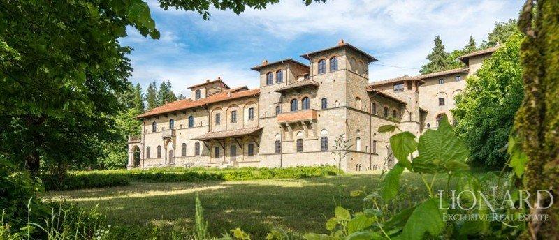 El Castillo di Acquabella ha sido restaurado artísticamente.