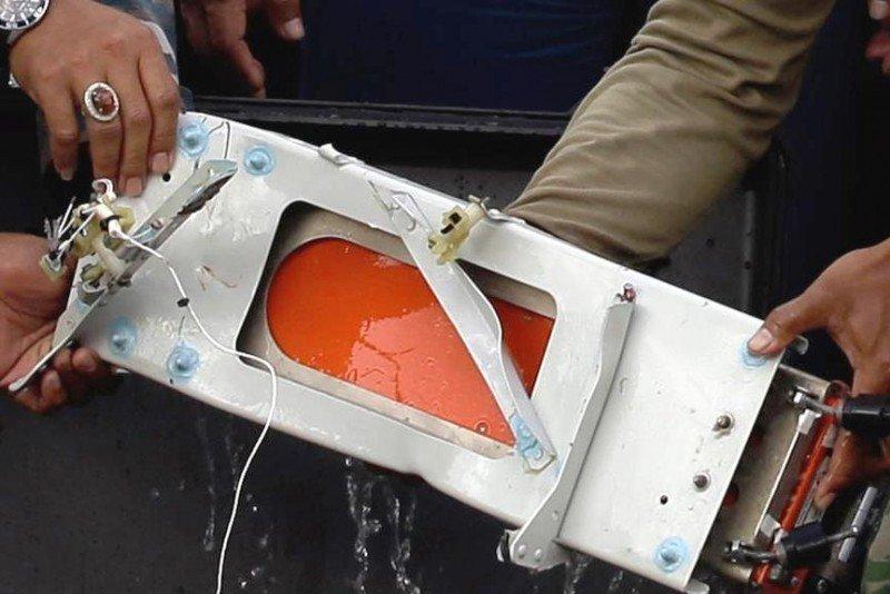 Seghunda 'caja negra' del avión de Air Asia siniestrado el pasado 28 de diciembre