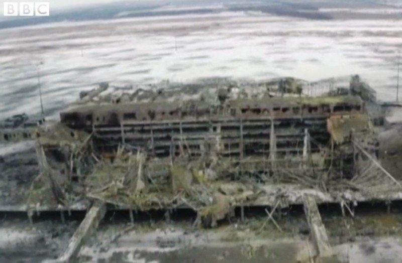 Esta imagen tomada desde un dron muestra el aspecto actual del aeropuerto de Donetsk.