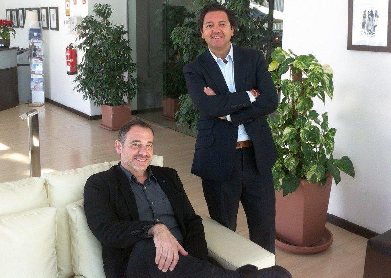 Gabriel Llobera (sentado) y Joaquín Caldentey.