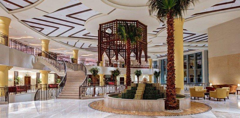 Lobby del  Corinthia Hotel de Trípoli.