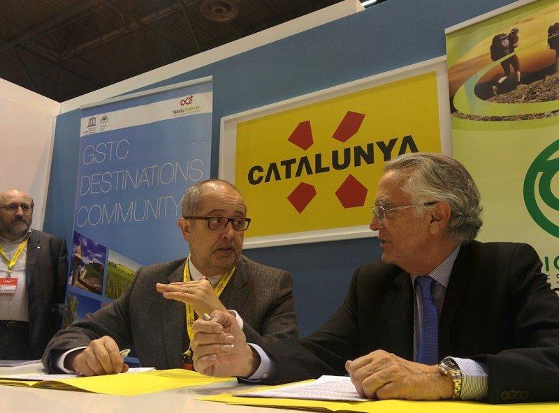 El consejero de Empresa de la Generalitat, Felip Puig, con el presidente del Instituto de Turismo Responsable, Tomás Azcárate, ayer en Fitur.