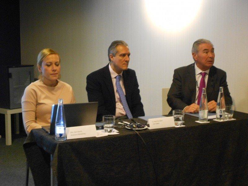 De izq. a dcha, Sara Ramis, directora de Marketing de la cadena; Raúl González, CEO para EMEA; y Álvaro Pacheco, responsable de comunicación.