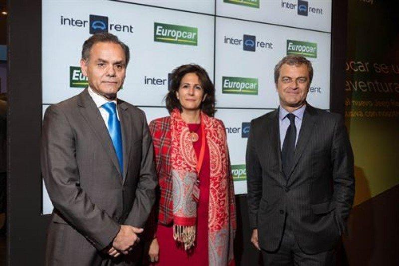 De Da. a Izq.: el director general de Europcar en España, José María González; la secretaria de Estado de Turismo, Isabel Borrego Cortés; y el CEO del Grupo Europcar, Philippe Germond.