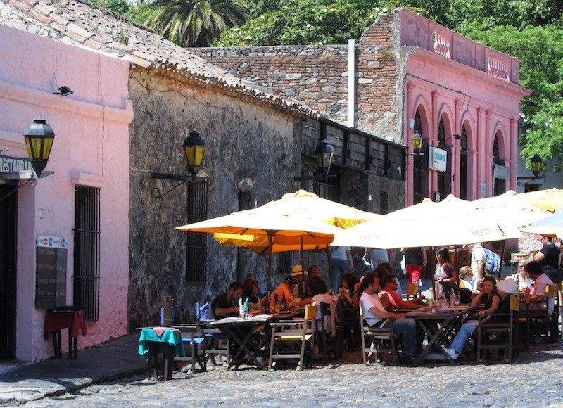 Restaurantes en Colonia: turistas brasileños y extrarregionales son los que mayor nivel de gasto exhiben.