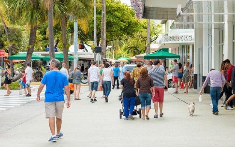 Lincoln Road, uno de los principales paseos gastronómicos, de arte y esparcimiento en Miami Beach. #shu#