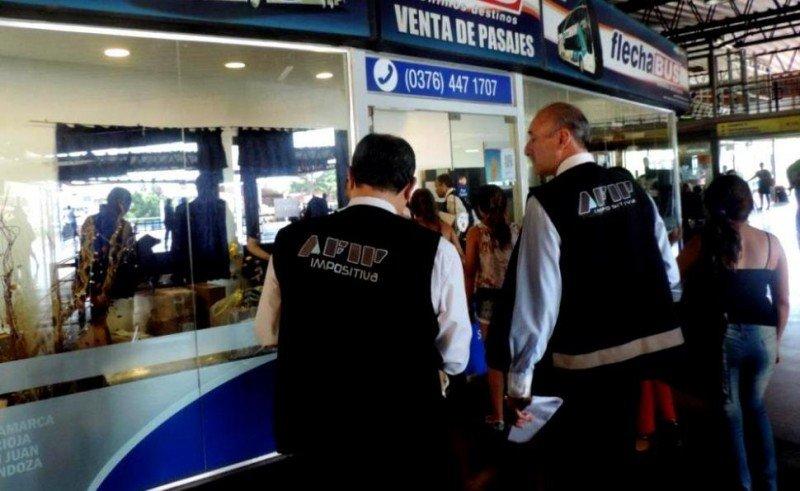 Clausuran a empresas de ómnibus de Argentina por no cobrar el 35% de AFIP