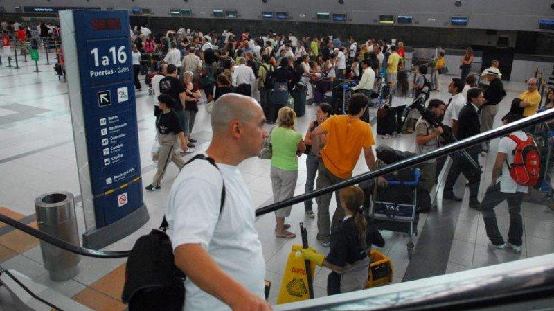 Más de 6 millones de turistas viajaron fuera de Argentina en once meses.