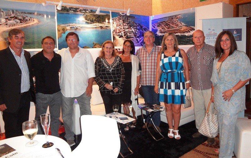 Directiva de Adipe Cidem en su stand de la feria Fituy 2015