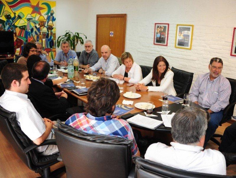 Miembros del gobierno recibieron a empresarios y representantes de gremiales de turismo. Foto: Presidencia